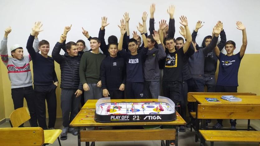 Студенты Азовского медресе приняли участие в турнире по настольному хоккею (ФОТО)